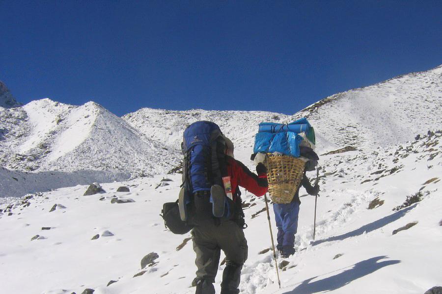 Trekkers on the route to Manalsu Trek